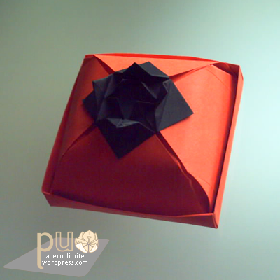 dome-like cake box with flower