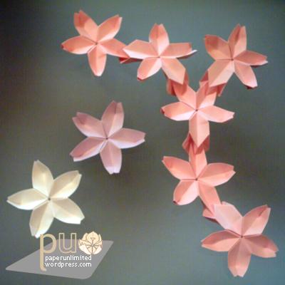 Another origami cherry blossom (sakura) pattern.   Cherry blossom ...   400x400